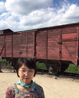 貨車1台に60~80人が詰め込まれこの地まで移送されました。アウシュヴィッツ・ビルケナウ強制収容所(第2収容所)にて 8/18
